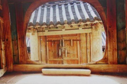 Voyage Corée découverte d'une maison traditionnelle appelée hanok durant un séjour de routedelacoree.com