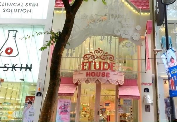 Vacances glamour en Corée visite du flagship Etude House dans le quartier de Myeongdong avec routedelacoree.com