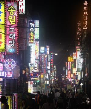 Séjour en Corée vue de nuit d'une ville coréenne voyage routedelacoree.com